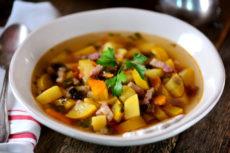Суп с беконом и грибами