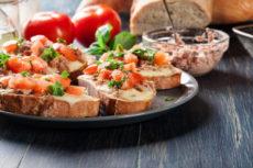 Горячие бутерброды с тунцом и моцареллой