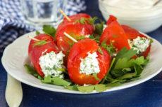 Запеченный болгарский перец с творогом и зеленью