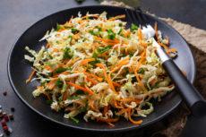 Салат из пекинской капусты с острой морковью