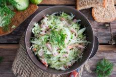 Салат из молодой капусты с ветчиной