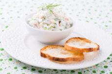 Закуска из сливочного сыра с соленым лососем