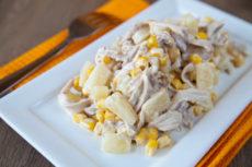 Салат с ананасом и курицей: быстро и вкусно