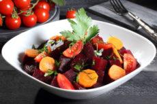 Салат из маринованной свеклы с помидорами
