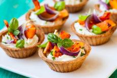 Тарталетки со сливочным сыром и жареной тыквой