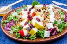 Салат с яблоками и сыром фета