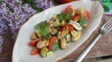 Салат с мидиями, овощами и шампиньонами
