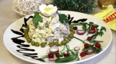 Праздничный салат из кальмаров и курицы