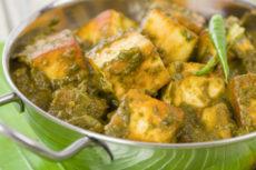 Сыр панир в шпинатном соусе с карри: оригинальный рецепт