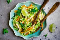 Салат с курицей и пекинской капустой во вьетнамском стиле