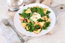 Салат из яблок с петрушкой и орехами