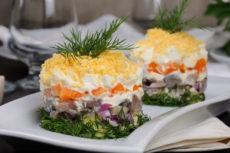 Салат с селедкой, картофелем и яйцами: оригинальный рецепт