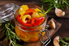 Маринованный болгарский перец с розмарином: пряная закуска