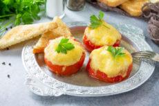 Фаршированные помидоры с курицей и сыром