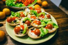 Тарталетки с творогом и овощами: просто и вкусно