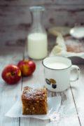 Яблочный пирог с орехами и изюмом