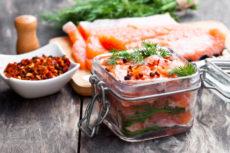 Слабосоленый лосось: любимая классика