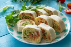 Лаваш с красной рыбой и сырным салатом