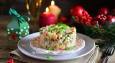 Праздничный салат с курицей и осьминогом
