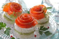 Канапе с лососем и авокадо: красивая идея для праздничного стола
