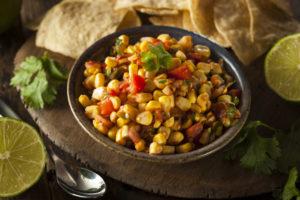 Сальса с консервированной кукурузой: острая мексиканская закуска