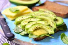 Сэндвичи с сыром и авокадо: идея для завтрака