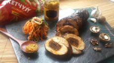 Рулет из индейки со сложной начинкой и горчично-майонезным соусом