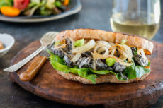 Сэндвичи с грибами и луком