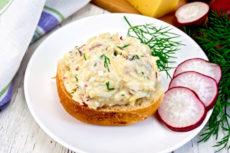 Закуска из редиса с сыром и яйцом