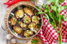 Баклажаны с чесноком и зеленью в маринаде