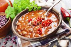 Фасоль в остром томатном соусе с имбирем