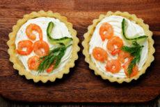 Тарталетки с сыром и креветками
