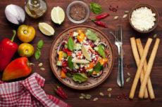 Салат из свежих овощей с творогом