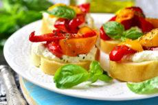 Брускетты с сыром и болгарским перцем: ароматная закуска