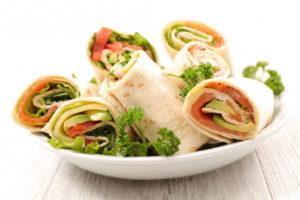 Роллы из лаваша с лососем и авокадо: оригинальная закуска
