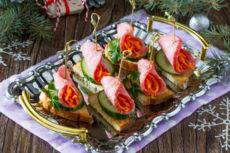 Канапе с салями и морковью по корейски: простая идея для праздничного стола
