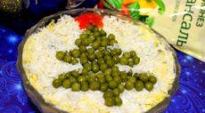Слоеный салат с курицей и грибами «Ёлочка»
