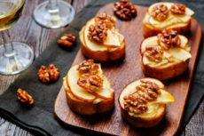 Тосты с сыром бри и яблоком