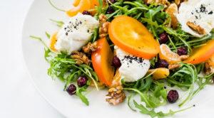 Салат с сыром, хурмой, орехами и маковой заправкой