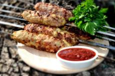 Люля-кебаб из свинины на шампурах