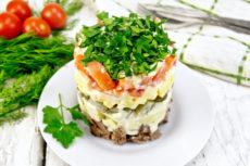 Слоеный салат с говядиной и сыром