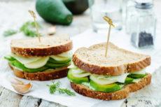 Сэндвичи с сыром и авокадо