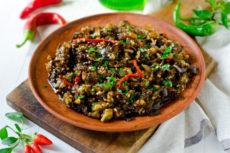 Острый салат из запеченных баклажанов