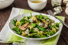 Салат из молодого картофеля с грибами и сыром