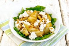 Салат из груш с сыром и кедровыми орешками