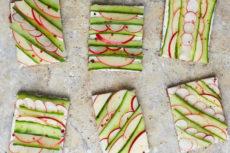 Бутерброды с огурцом и яблоком